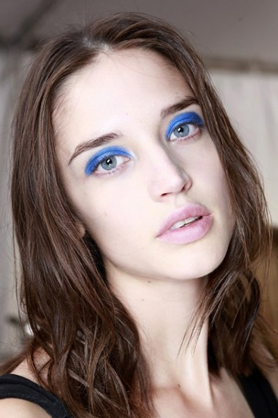 Blue-eyeshadow-2-vogue-29Jan14-gorunway_b_426x639