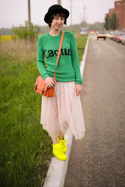 ebay-bag-ebay-skirt-neon-ebay-sneakers_400