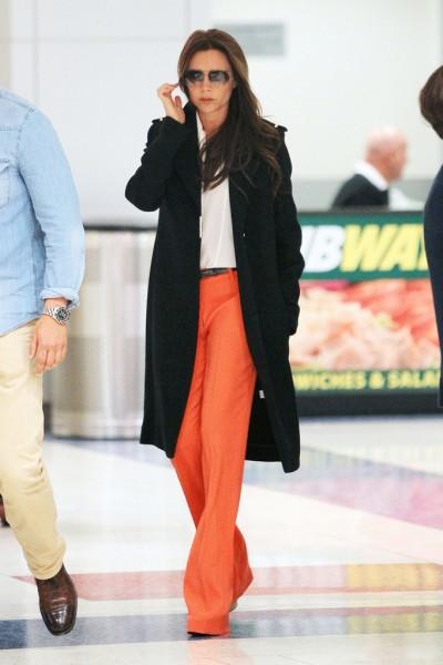 Victoria+Beckham+wearing+striking+orange+pants+FUtmGUZIf9Sx