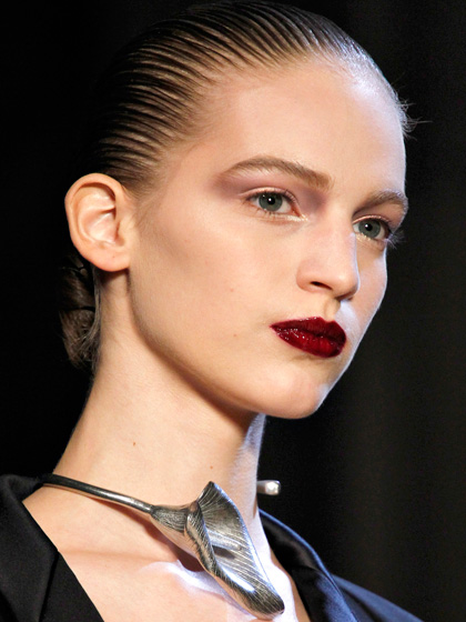 blood-red-lips-chignons-YSL