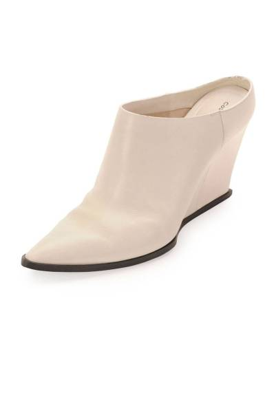 elle-05-mules-costume-national-v-xln