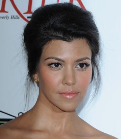 Kourtney Kardashian Makeup False Eyelashes JZn5ltvvJ1Kl