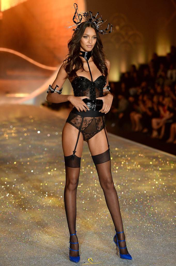 Lais-Ribeiro---Victorias-Secret-Fashion-Show-Runway-2013--05