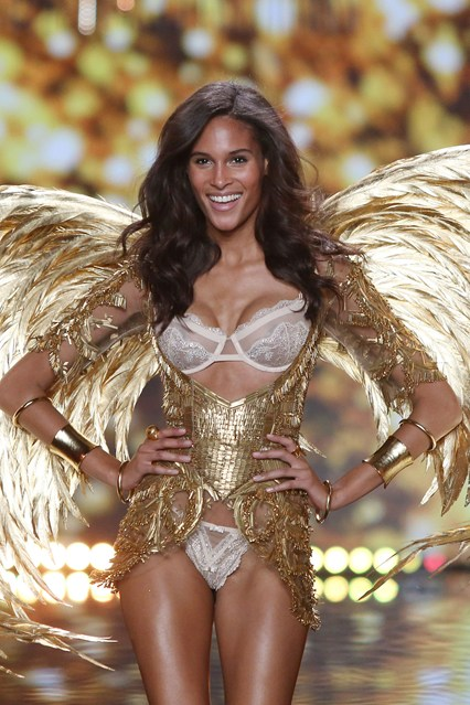 vs-catwalk-11-2dec14-pa_b_426x639
