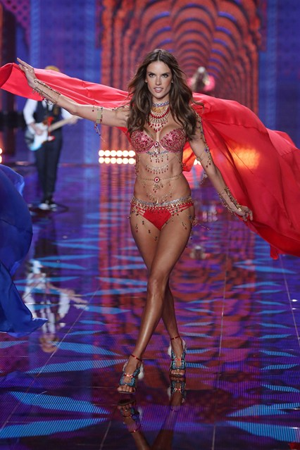 vs-catwalk-14-2dec14-pa_b_426x639