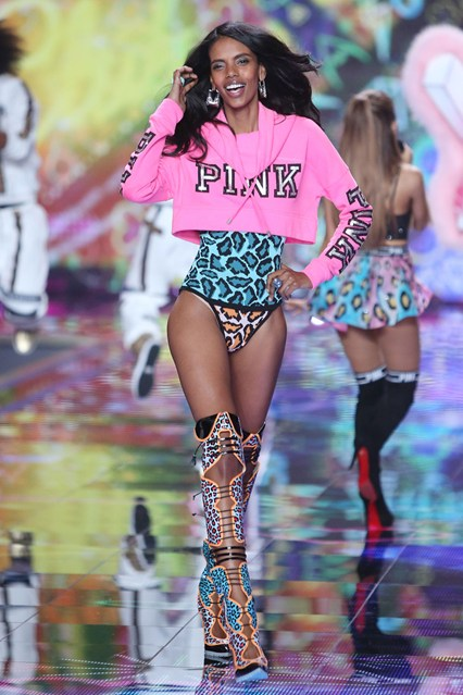 vs-catwalk-21-2dec14-pa_b_426x639