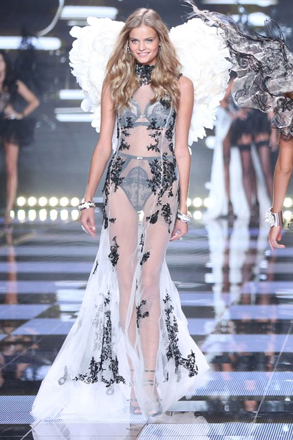 vs-catwalk-31-2dec14-pa_b_426x639