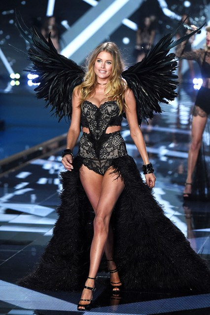 vs-catwalk-37-2dec14-rex_b_426x639