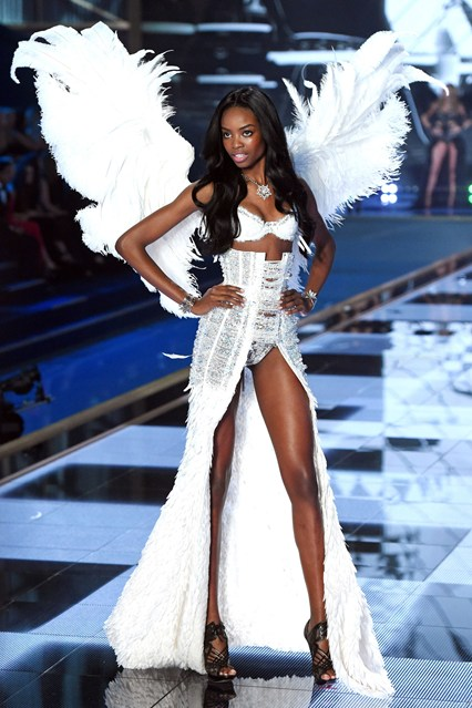 vs-catwalk-45-2dec14-rex_b_426x639