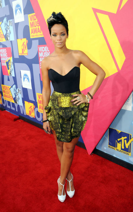 2008-mtv-awards-rihanna-h724